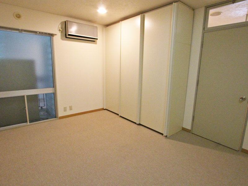 絨毯張替え済みの洋室