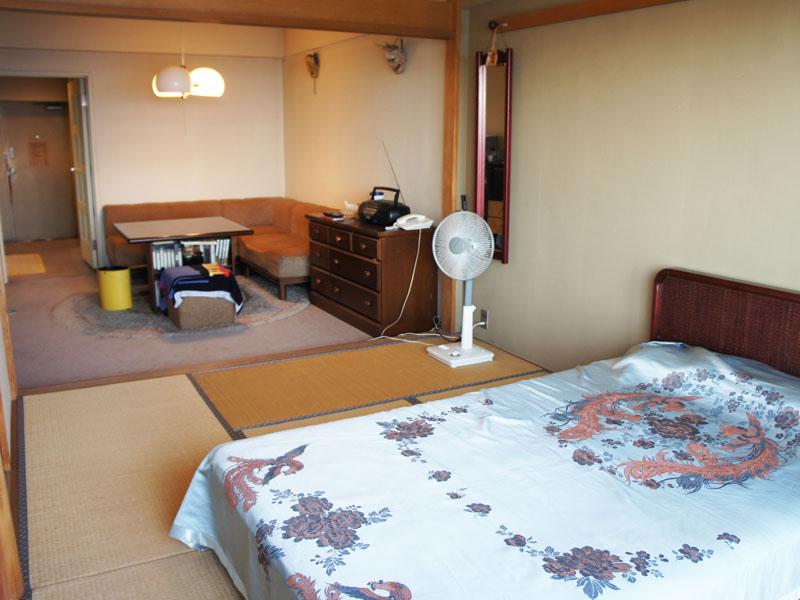 バルコニー側和室