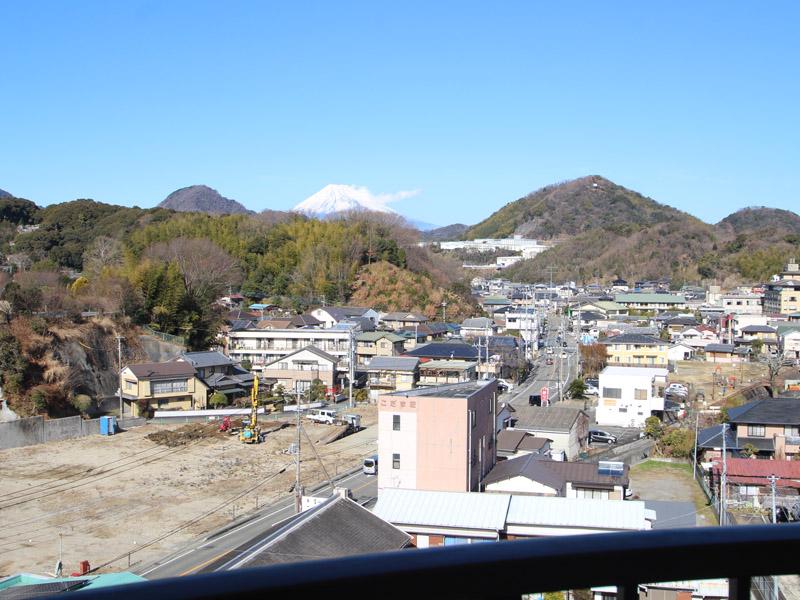 バルコニーより富士山を望む