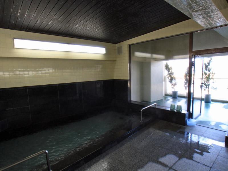 熱海港望む温泉大浴場