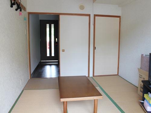 和室からキッチン方向