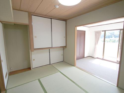 このお部屋だけの特注地袋つき和室