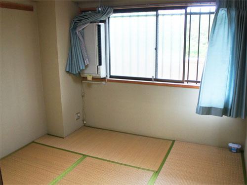 もう一つの和室は窓付き