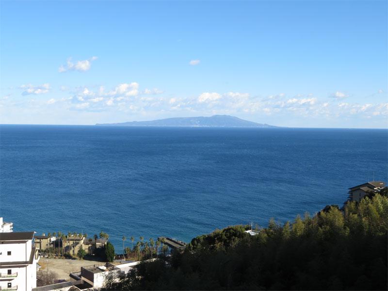 バルコニーからの海眺望 大島を望みます。