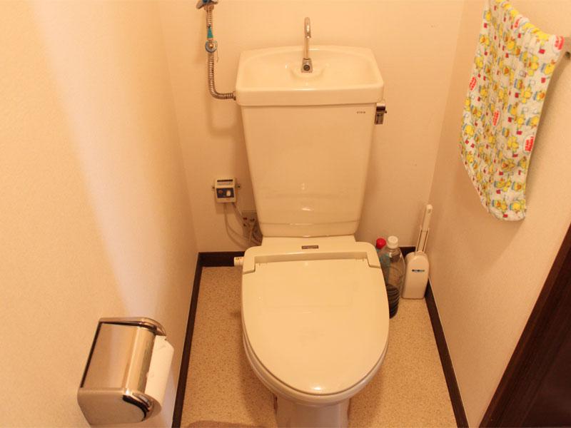 トイレにも洗面あります。