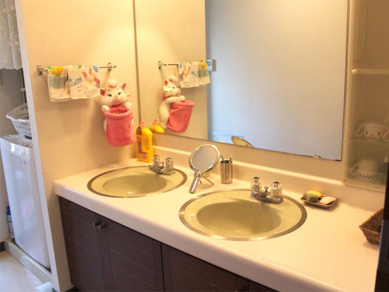 洗面は二つあるのが嬉しいですね。