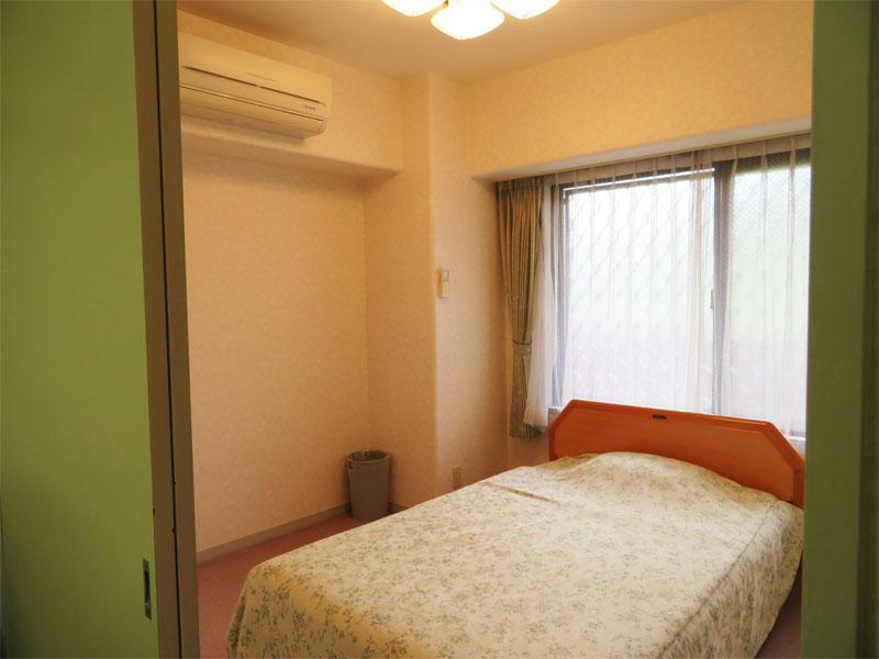 窓付きの洋室約5畳