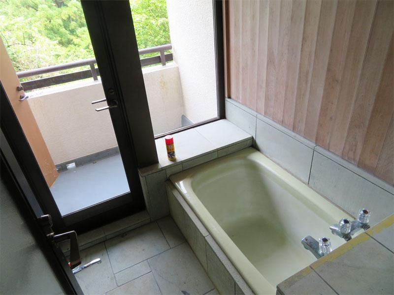 浴室にバスデッキもあります。