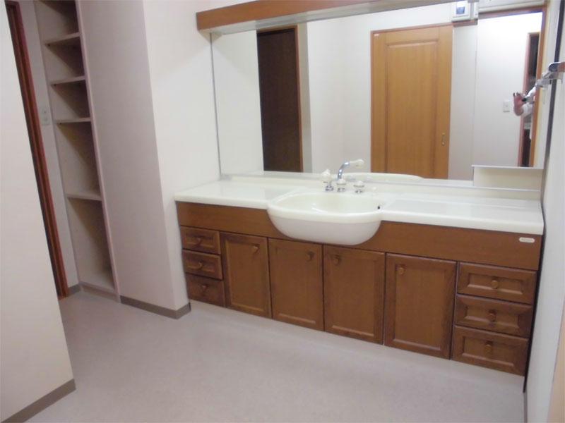 ゆとりのある洗面室