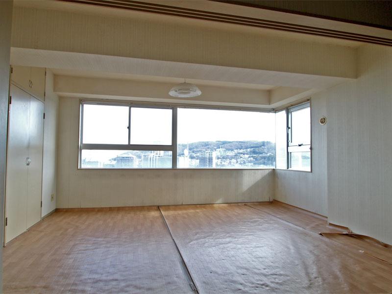 洋室 大きな2面採光の窓付き