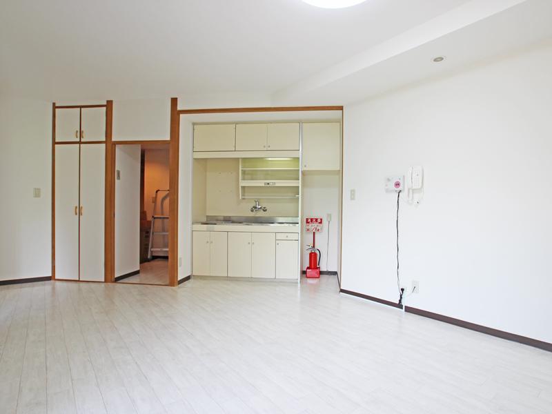 キッチンは壁面収納充実