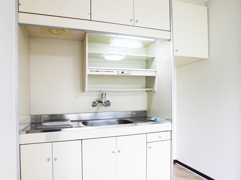 上部棚もあり収納充分なキッチン