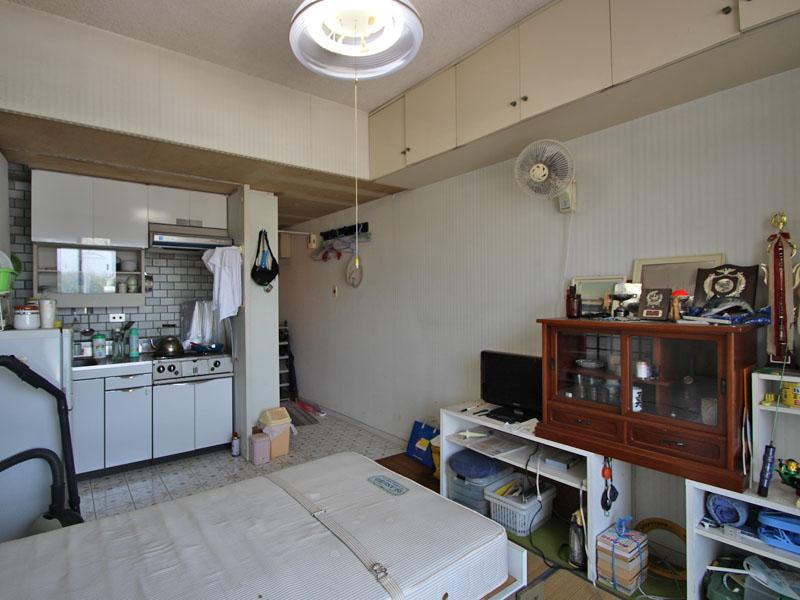 洋室とキッチン