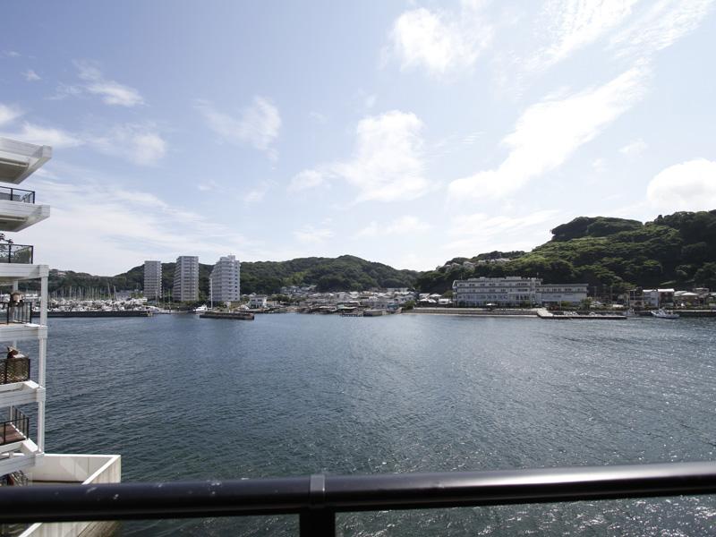 海が一望できるバルコニーからの眺望
