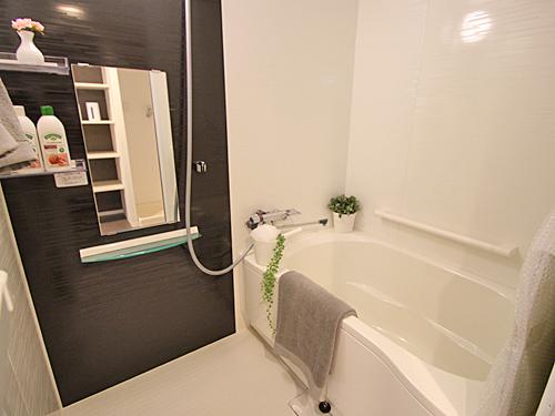 追いだき機能付きの浴室