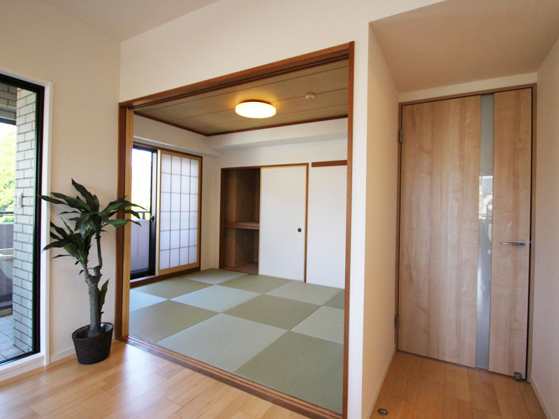 リビング横の和室約6畳