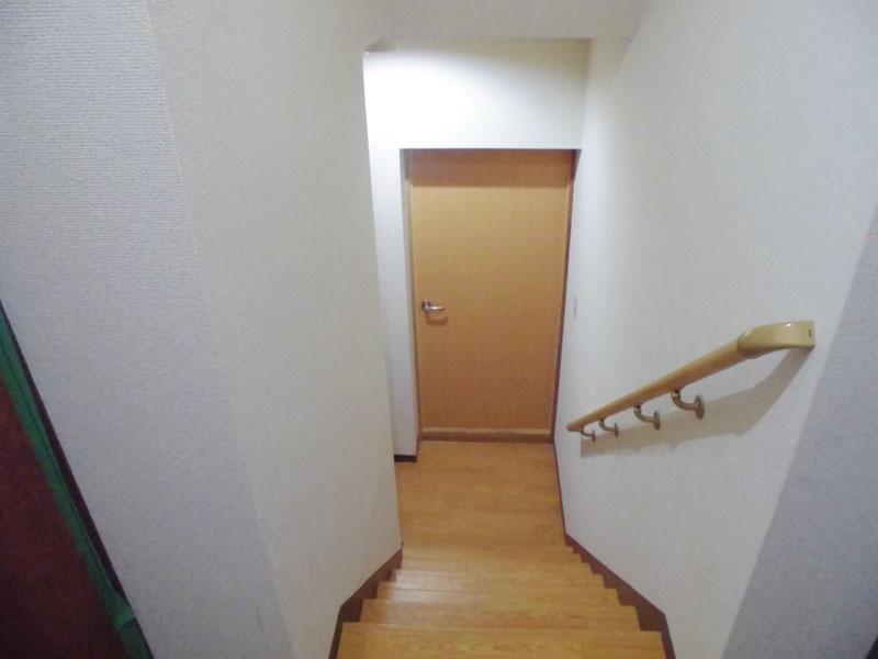 玄関横の階段
