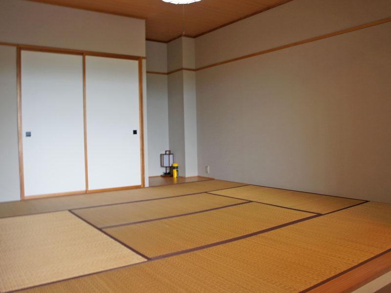 収納付き 8畳の和室