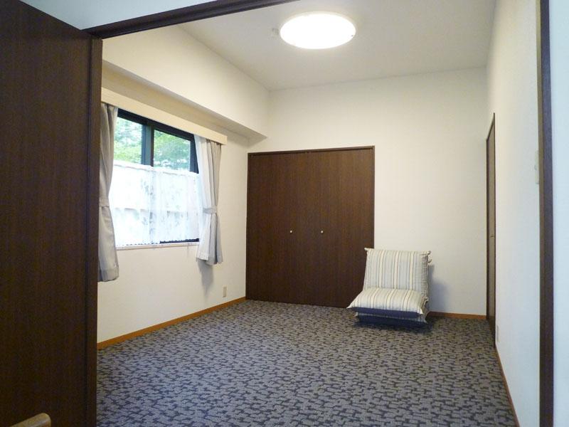 収納が二つある洋室