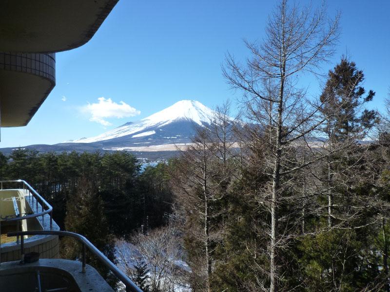 お部屋から左手側に富士山を望みます