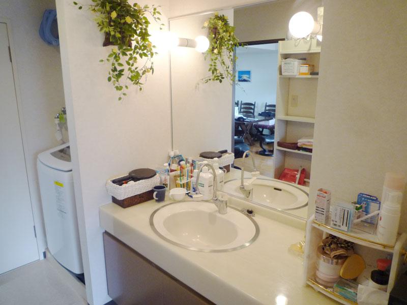 洗濯機置き場・洗面室