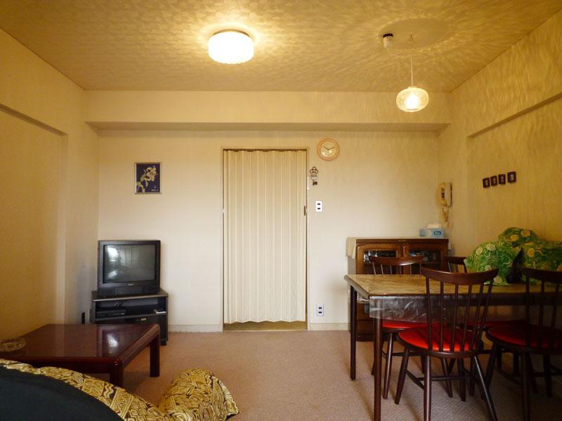 約6.5畳の洋室側