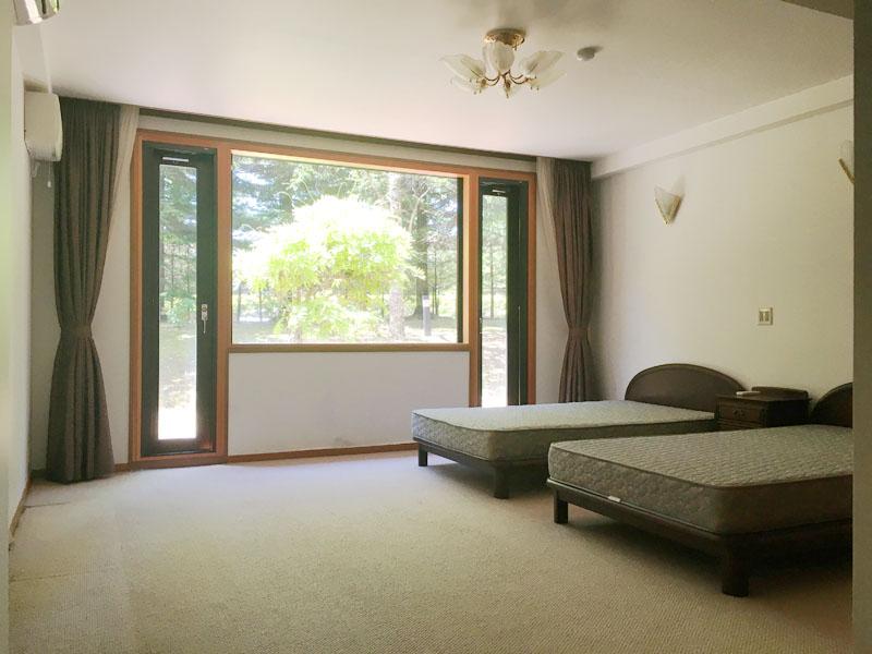 1階 約16.8畳の洋室