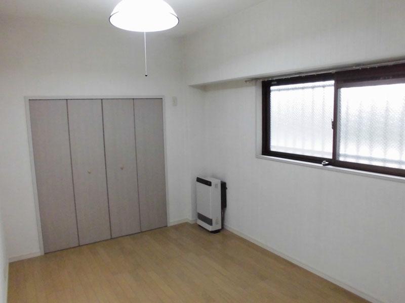 東側の洋室