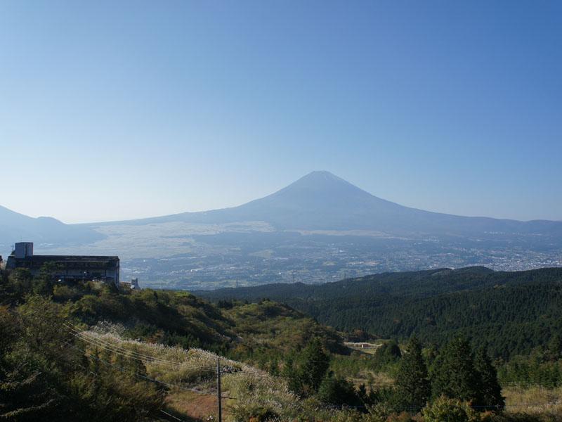 雲が晴れると富士山を一望できます