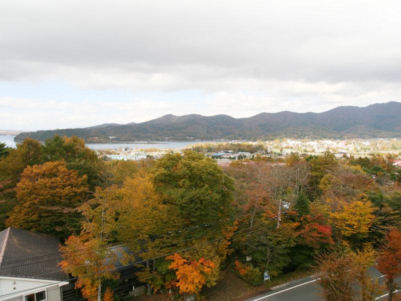 和室からの眺望 山中湖を望みます