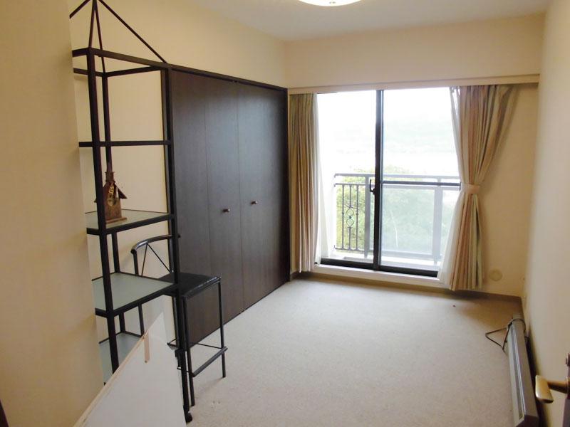 約5.5畳 バルコニー付き洋室