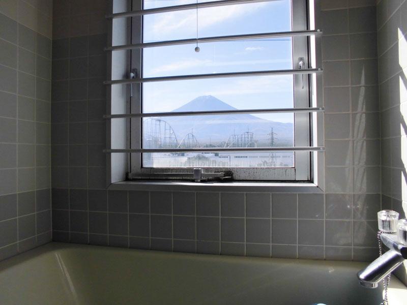 浴室からも富士山を望みます