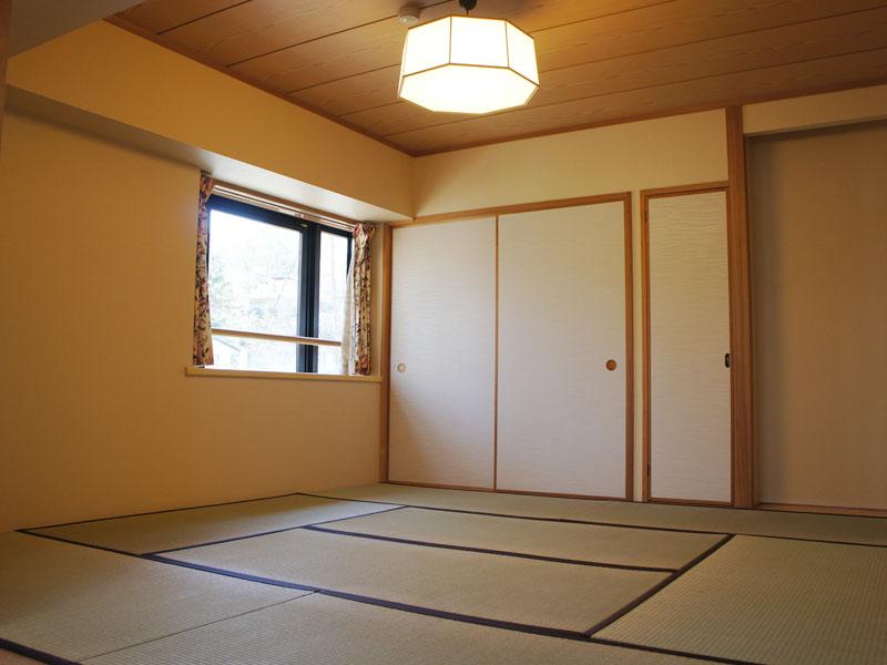 収納付き 北東側に窓がある和室