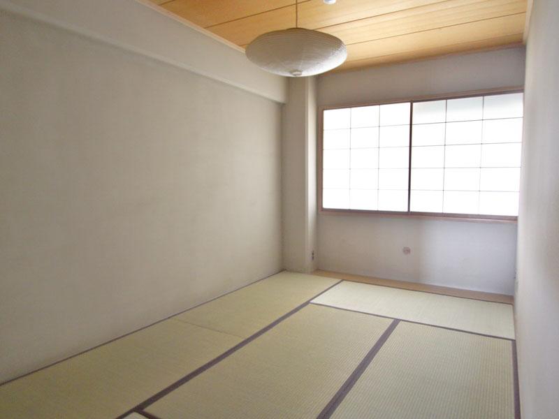 玄関側の和室