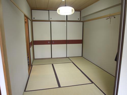 天袋付き押入れのある和室
