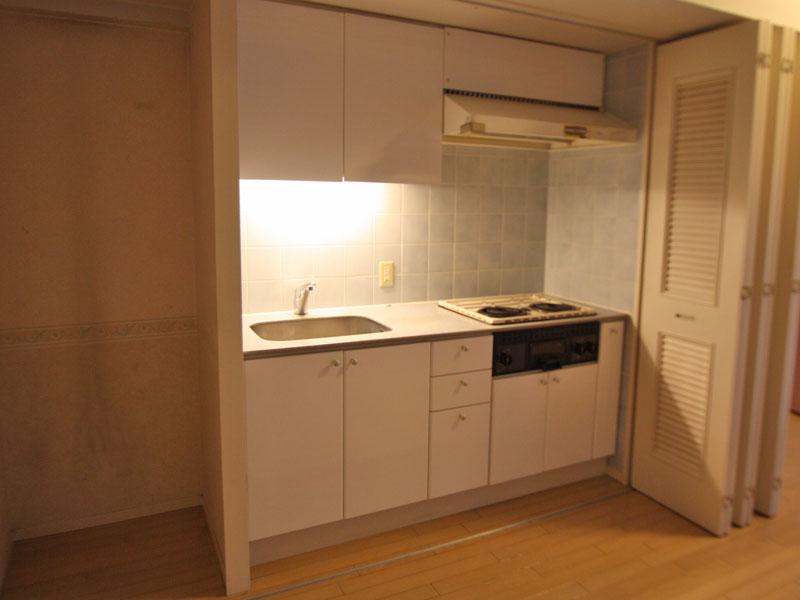 キッチンは目隠し扉付き