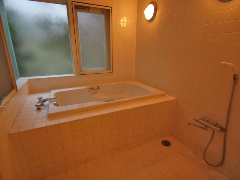 ビューバスタイプの浴室