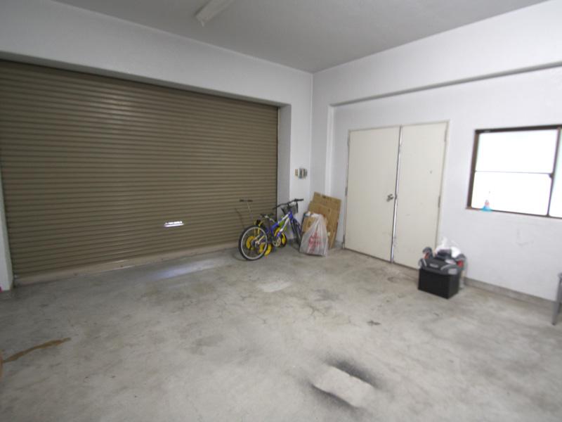 電動シャッター付車庫