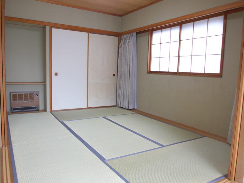 角部屋なので和室にも窓があります
