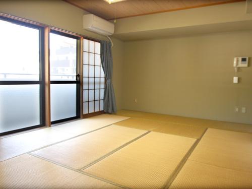 広めの12畳の和室