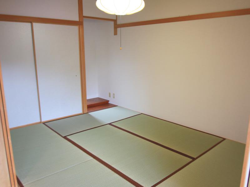明り取り付の和室