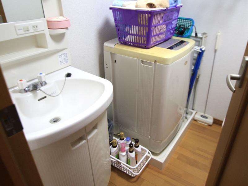 洗濯置き場と洗面台