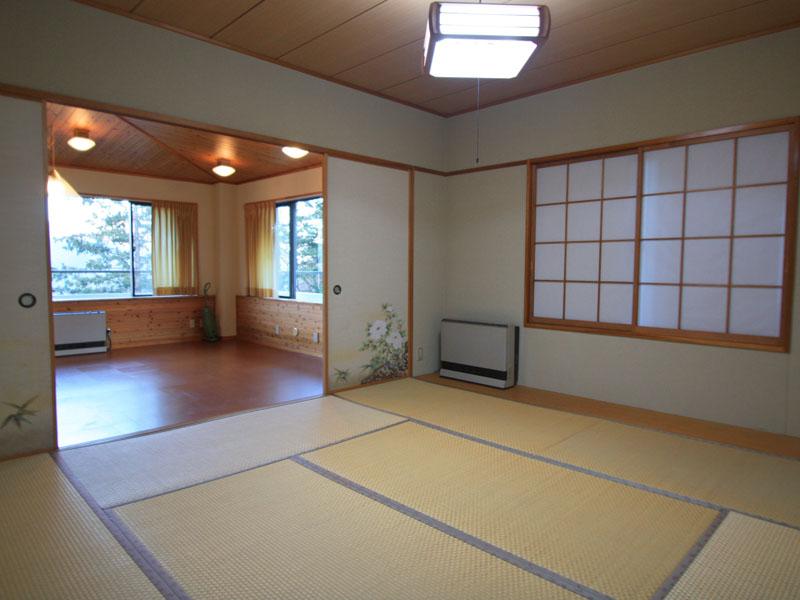 和室にも南東向きの窓があります